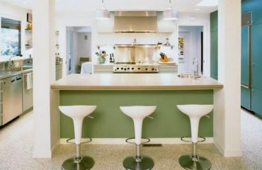 Elegant white and green retro kitchen